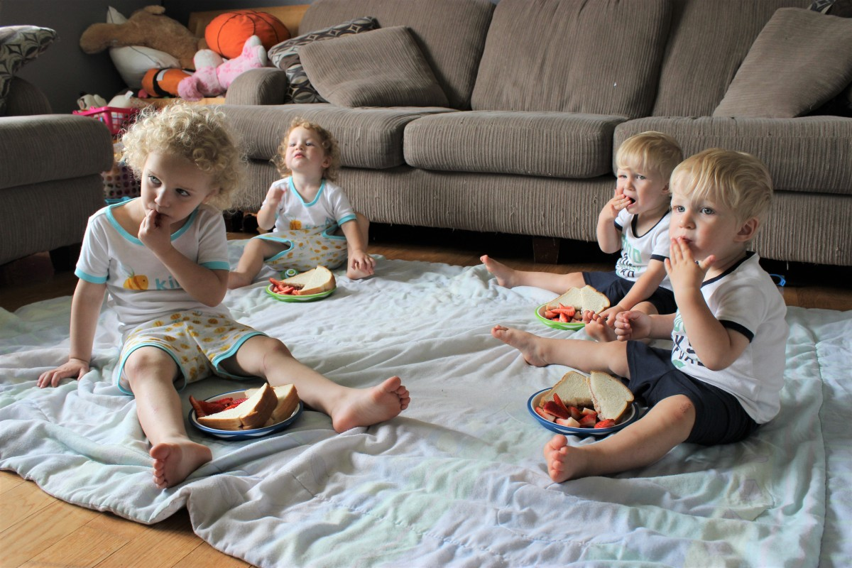 How to Survive Feeding 4 Toddlers | #PlaytexMoms